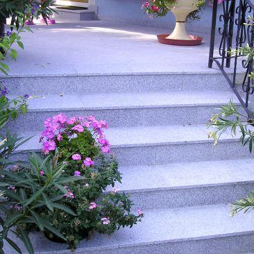Terrasse_mit_Stufen